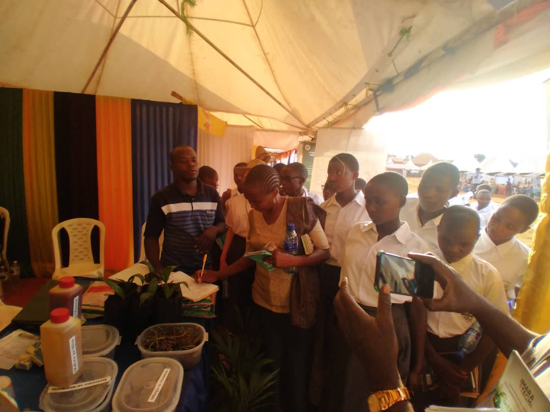 Students of Mavuno Girls Secondary School located in Kasulu district in Kigoma region, when they visited the TARI pavilion on 25/09/2021